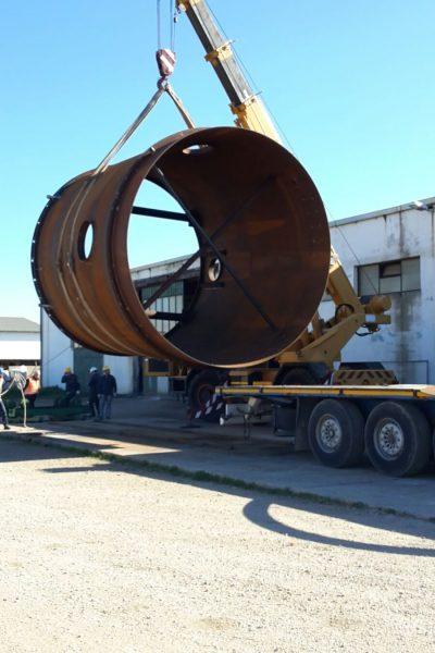 Sollevamento carico eccezionale e carico su rimorchio - Logistica Essetti
