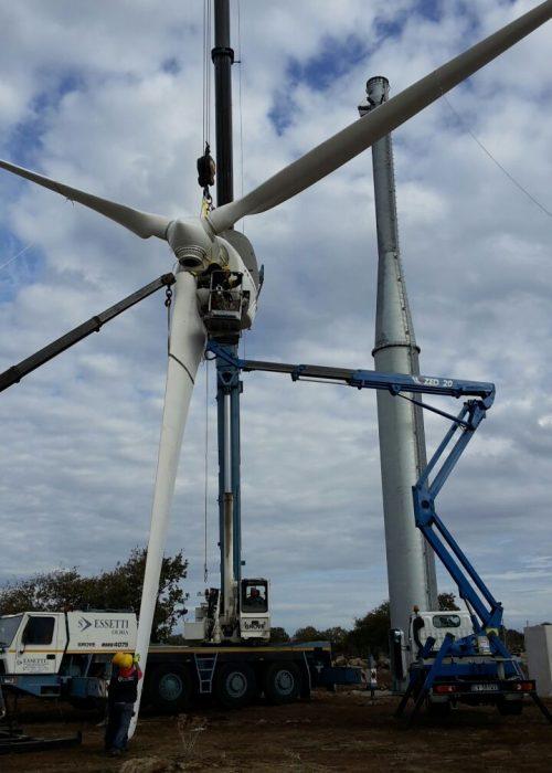 Sollevamento industriale di una pala eolica